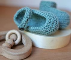 45 free patterns for beginners - including several very nice baby booties!