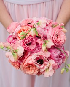 Amanda carried a clutch of peonies, roses, ranunculus, and sweet peas in soft pink tones.