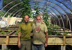 Este homem está transformando áreas desertas após catástrofe em um 'paraíso de alimentos'