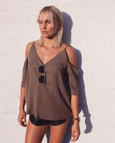 THAT GLOW  Liz wears our Elissa Top paired perfectly with our Paparazzi sunglasses (and a killer tan!) #fashionbackroom . . . . . . #style #fashion #onlineshopping #fashionblogger #ootd #expressdelivery #sydneyfashionblogger #melbournefashionblogger #modellife #luxe #outfitgoals