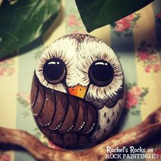 how to make beautiful resin painted rocks Learn how to make beautiful and glossy rocks using resin. These tips will help you to create amazing painted rocks. Rock Painting Patterns, Rock Painting Ideas Easy, Rock Painting Designs, Painted Rocks Owls, Owl Rocks, Painted Pebbles, Pebble Painting, Pebble Art, Stone Painting