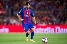 Andre Gomes of FC Barcelona conducts the ball during the Joan Gamper trophy match between FC Barcelona and UC Sampdoria at Camp Nou on August 10, 2016 in Barcelona, Catalonia.