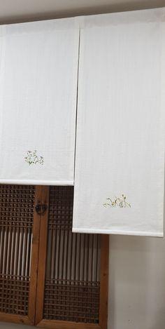 작년 이맘쯤 장희빈에겐 뜻깊은 날로 얼굴을 드러냈던 '가을전시' 11/30~12/1 부산깔롱마켓에서 더 기대되... Embroidery Stitches, Embroidery Patterns, Hand Embroidery, French Knots, All Flowers, Handicraft, Fiber Art, Paint Colors, Cross Stitch