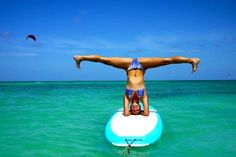 Aruba introduceert nieuwste sporthype Stand-up Paddle Board Yoga Aruba wordt in toenemende mate een sportief eiland, waar de toerist naast rust en ontspanning ook van een actieve vakantie met een goede work out kan genieten. De nieuwe loot aan de sportieve stam is Stand-Up Paddle Board Yoga, ofwel yoga op een surfplank.