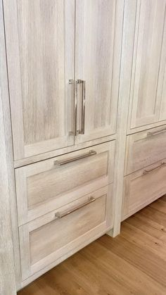 Natural Wood Kitchen Cabinets, White Oak Kitchen, Stained Kitchen Cabinets, Light Wood Kitchens, Kitchen Cabinet Styles, Kitchen Cabinets That Look Like Furniture, Wood Cabinet Kitchen, Whitewash Kitchen Cabinets, Oak Kitchens