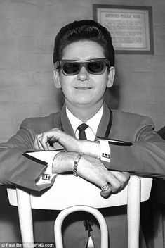 Photographer Paul Berriff, captured the remarkable images of bands such as The Beatles, The Rolling Stones, Pink Floyd during the while working for the Yorkshire Post. 50s Music, Music Like, Music Icon, Roy Orbison, Rock N Roll, Female Poets, Travelling Wilburys, Jeff Lynne, Country Music Singers