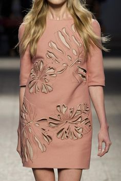 21 at Milan Fashion Week Spring 2014 - indian fashion Indian Fashion Trends, 2020 Fashion Trends, Fashion 2017, Fashion Dresses, Milan Fashion, Vogue Fashion, Girl Fashion, Womens Fashion, Fashion Details