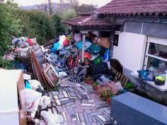 Cops Make Grotesque Discovery Among Heaps Of Trash In Hoarder's Home Collyer Brothers, Hoarder Help, Weird Facts, Strange Facts, Next Door, Cops, Own Home, Clean House, Discovery