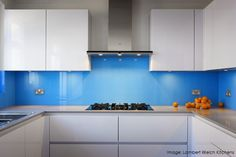 Glass Kitchen Cabinet Doors is one of the most exciting designs nowadays giving luxury look to your kitchen check out these designs. Kitchen Interior, Kitchen Decor, Kitchen Ideas, Glass Kitchen Cabinet Doors, White Gloss Kitchen, Kitchen Benchtops, New Kitchen Designs, Cuisines Design, Kitchen Remodel
