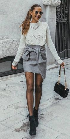 cool winter outfit / white sweater + skirt + bag + boots #omgoutfitideas #streetstyle #outfitinspiration