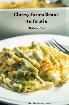 Cheesy Green Beans Au Gratin Bake is creamy, rich and velvety smooth. Baked in a cheesy sauce and then topped with a crunchy cracker & parmesan cheese crust. Creamy Green Beans, Baked Green Beans, Best Side Dishes, Side Dish Recipes, Traditional Thanksgiving Recipes, Cheesy Sauce, Green Bean Recipes, Healthy Recipes, Healthy Meals