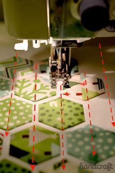 What cute hexagons! Hexie quilts and tutorials are great for almost any house. Make a quilt, a blanket, a mug rug, a table runner ... you can't go wrong with hexies!