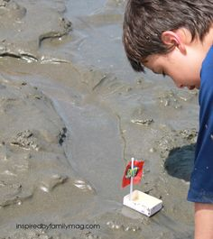 Beach Activity - diy boat for kids : Love all the other activities featured for families to enjoy at the beach