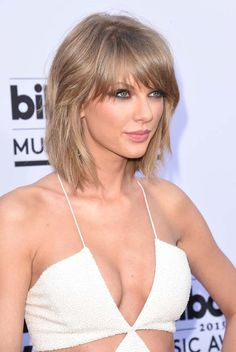 Taylor Swift hot exposing images at 2015 Billboard Music Awards in Vegas