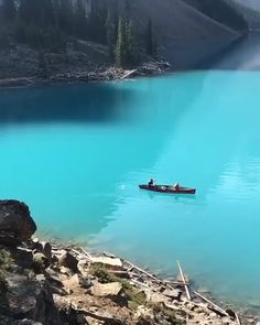 Moraine Lake, Banff National Park, Alberta, Canada - The Travel Hacking Life - Nature travel Banff National Park, National Parks, Lago Moraine, Beautiful Places To Travel, Romantic Travel, Travel Videos, Vacation Places, Dream Vacations, Vacation Spots