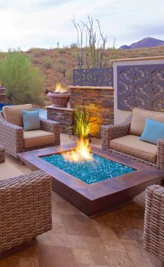 As Blue as Desert Skies The Azuria Blue fire glass used in this fire pit perfectly complements the skies of an open desert The post As Blue as Desert Skies appeared first on Outdoor Diy. Fire Pit Landscaping, Fire Pit Backyard, Backyard Patio, Landscaping Ideas, Backyard Ideas, Wood Fire Pit, Glass Fire Pit, Fire Pit Essentials, Outside Fire Pits