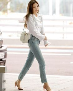 my name is jennie and this is my first story hope you enjoy Sow jennie from blackpink got a contract from big hit to be the member of bts and she accepts then drama starts between her and blackpink Kim Jennie, Jenny Kim, Blackpink Outfits, Korean Outfits, Casual Outfits, Fashion Outfits, Blackpink Airport Fashion, Airport Style, Airport Look