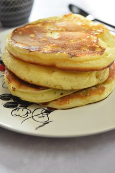 For breakfast or brunch, here is something to enjoy: the panca . - For breakfast or for brunch, here is something to enjoy: the yogurt pancakes. It is very soft and s - Brunch, Yogurt Pancakes, Buckwheat Cake, Salty Cake, Apple Smoothies, Roasted Peppers, Baking Tins, Savoury Cake, Original Recipe