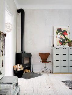 46 Fabulous Scandinavian Fireplace Design Ideas For A Warm Life - Home Bestiest Scandinavian Fireplace, Scandinavian Home, Home Fireplace, Fireplace Design, Interior Design Inspiration, Design Ideas, Home And Living, Living Spaces, House Design