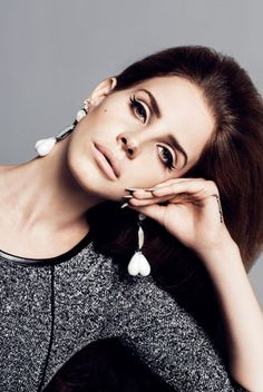 lana del rey...love her makeup here. i want her eyebrows too.