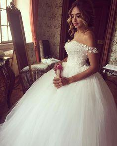 Romantic 3D Floral Appliques Tulle Off Shoulder Bridal