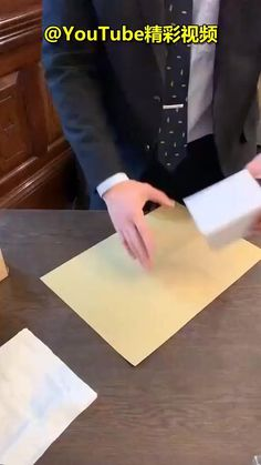 Creative Gift Wrapping, Present Wrapping, Creative Gifts, Easy Gift Wrapping Ideas, Diy Gift Box, Diy Gifts, Gift Wrapping Tutorial, Gift Wrapping Techniques, Gift Wraping