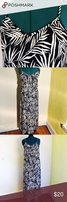 """Maxi dress Black and white maxi dress figure flattering lining elastic waist. Length 57"""" bust 22"""" waist 21"""" if stretched 33"""" stretchy jersey material Shira P Dresses Maxi"""