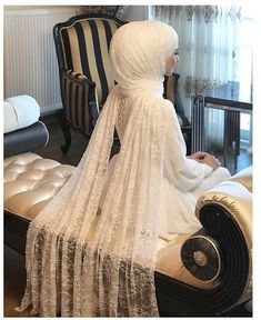 Hijab wedding dress models 2020 If you're a lover of the TV series Friends, y. - Hijab wedding dress models 2020 If you're a lover of the TV series Friends, you must remember - Fall Engagement Parties, Fall Engagement Outfits, Engagement Party Dresses, Engagement Nails, Engagement Pictures, Muslimah Wedding Dress, Muslim Wedding Dresses, Bridesmaid Dresses, Wedding Hijab