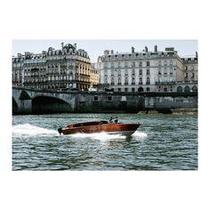 """Paris les flots: ses rives, son île. Petit bateau, on vous révèle un de nos secrets. Bon plan. Lien dans la bio. 🇺🇸: """"A river runs through it"""" #parisjetaime #paris 📷: unknown"""