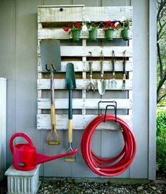 DIY Garden Tool Organizer : upcycle a wooden palette by hanging onto the wall of shed or garage to store garden tools (Lowe's Creative Ideas Pallet Project). Outdoor Projects, Garden Projects, Garden Tools, Diy Projects, Garden Supplies, Garden Web, Project Ideas, Outdoor Tools, Outdoor Decor
