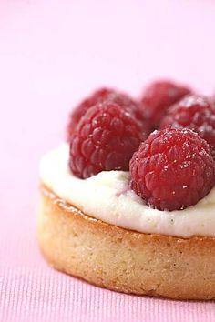 tart with raspberries and cream