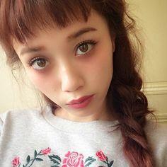雑誌「ViVi」で活躍する大人気モデル宮城舞ちゃん。そのモテの秘密は「オン眉」にある?