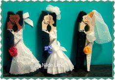 Veremos aqui várias ideias do que podemos fazer com pregador de roupa.   Pra começar, podemos fazer lembrancinhas de casamento:       PAP ...