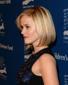 Reese Witherspoon's cute haircut + dewy cheeks