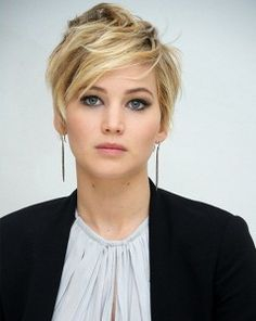 Jennifer Lawrence - pixie cut with long front layers Short Pixie Haircuts, Pixie Hairstyles, Pretty Hairstyles, Short Hair Cuts, Short Hair Styles, Pixie Cuts, Hairstyle Ideas, Quick Hairstyles, Love Hair