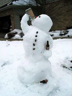 35 Creative, Funny Snowman Pictures for Winter Fun - Snappy Pixels Funny Snowman, Diy Snowman, Build A Snowman, Winter Fun, Winter Time, Winter Snow, Snow Sculptures, Snow Art, Frosty The Snowmen