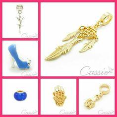 Venha conferir os nossos berloques e muranos.  Semijoias folheadas com garantia.   ▃▃▃▃▃▃▃▃▃▃▃▃▃▃▃▃▃▃▃▃▃▃▃▃ #Cassie #semijoias #acessórios #folheadoaouro #folheado #instasemijoias #instajoias #fashion #lookdodia #dourado #tendências #banhadoaouro #lindassemijoias #semijoia #semijoiasfinas #feminino #Charm #berloques #charms #hamsá #berloque #pingente #hamsa #bailarina #filtrodossonhos