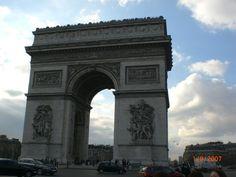 Arc de Triomphe! http://noextrangeiro.wordpress.com