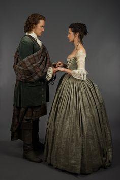Jamie Fraser (Sam Heughan), Claire Randall (Caitriona Balfe)