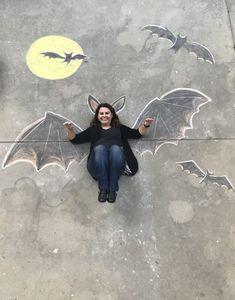 - Chalk Art İdeas in 2019 Vampire Bat, Halloween Vampire, Batgirl Halloween, Chalk Photography, Halloween Photography, Chalk Pictures, Chalk Design, Sidewalk Chalk Art, Spooky Halloween Decorations