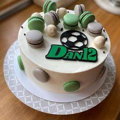 Žloutkové věnečky - Víkendové pečení Birthday Cake, Cookies, Food, Crack Crackers, Birthday Cakes, Biscuits, Essen, Meals, Cookie Recipes