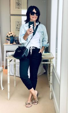 I'm 55 & a Former Nordstrom Buyer—I Always Rely On These 7 Easy Outfit Formulas Simple Outfits, Simple Dresses, Nice Dresses, Cute Outfits, Dresses With Sleeves, Beautiful Outfits, Casual Outfits, Denim Flare Jeans, Simple Black Dress