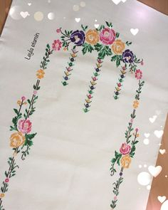 Cross Art, Table Runners, Hand Embroidery, Diy And Crafts, Shabby Chic, Cross Stitch, Hair Accessories, Crochet, Bandana