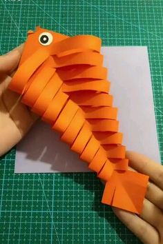 Beautiful & Creative DIY Origami - Diy and crafts interests Paper Crafts For Kids, Diy Home Crafts, Diy Arts And Crafts, Diy Crafts Videos, Diy Craft Projects, Creative Crafts, Preschool Crafts, Diy For Kids, Easy Crafts