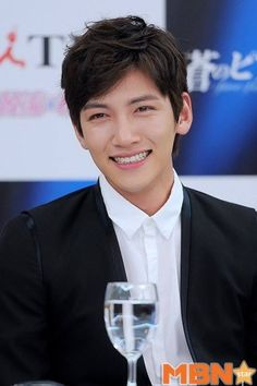 Ji Chang Wook and his supercute smile 😍😍 Ji Chang Wook Smile, Ji Chang Wook Healer, Ji Chan Wook, Korean Drama Stars, Korean Star, Korean Men, Kdrama, Asian Actors, Korean Actors