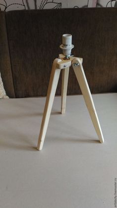 основа лампы тренога – купить в интернет-магазине на Ярмарке Мастеров с доставкой Diy Tripod, Tripod Lamp, Woodworking Projects Diy, Wood Projects, Origami Lamp, Wood Pendant Light, Wood Lamps, Light Fittings, Lamp Design