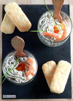 Huevos poché con gulas y gambas servidos en vaso. Receta de aperitivo http://ift.tt/OAtrnL