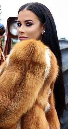 Fur Fashion, Fashion Photo, Winter Fur Coats, Fabulous Furs, Hair Brained, Fox Fur Coat, Confident Woman, Outfit Combinations, Fur Jacket