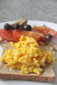 """Marvelous Gordon Ramsey presents """"The Perfect Way To Make Scrambled Eggs"""". The post Gordon Ramsey presents """"The Perfect Way To Make Scrambled Eggs"""". appeared first on Ninas . Chef Recipes, Brunch Recipes, Breakfast Recipes, Cooking Recipes, Gordon Ramsey Scrambled Eggs, Chef Gordon Ramsey, Gordon Ramsay, I Chef, Breakfast Time"""