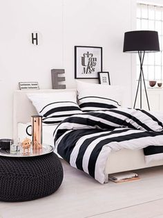 Amazing Black and White Bedroom Decor Renovation - Best Home Ideas and Inspiration White Room Decor, Living Room White, Home And Living, Black White Bedrooms, White Rooms, Home Bedroom, Bedroom Decor, Black Bedroom Design, Bedroom Colors